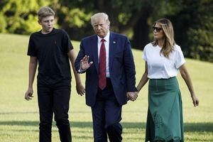 Tổng thống Trump khuyên con trai không hút thuốc lá điện tử
