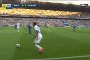 Neymar chuộc lỗi với PSG bằng pha móc bóng ghi bàn