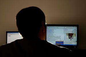 Hàng nghìn bé gái bị lừa quay video gợi dục rồi gửi qua Internet