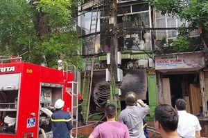 Hà Nội: Cháy cửa hàng kinh doanh nội thất, nhiều người nhảy sang nhà liền kề thoát thân