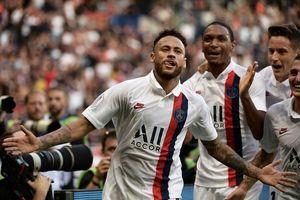 Neymar lập siêu phẩm cho PSG đáp trả những xúc phạm của khán giả