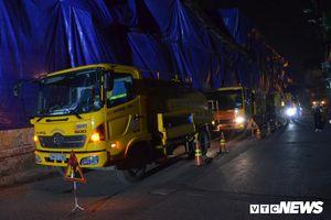 30 công nhân hút bùn xuyên đêm cạnh nhà máy Rạng Đông