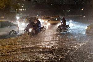 Thời tiết cuối tuần: Bắc Bộ nắng nóng, Nam Bộ mưa lớn
