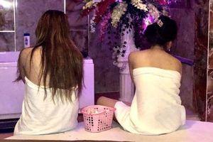 Tiệm massage có chân dài tắm chung với khách
