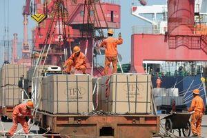 Thương chiến với Mỹ kéo dài, kinh tế Trung Quốc lộ dấu hiệu 'kém sáng'