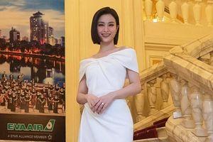 Đông Nhi đeo nhẫn đính hôn kim cương đi diễn, khẳng định đã chụp ảnh cưới