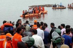 Ấn Độ: Lật thuyền du lịch khiến ít nhất 13 người chết