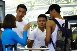 Quang Hải và Tiến Dũng ra sân bay, tiễn Văn Hậu đến Hà Lan