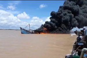Cháy tàu cá ở Bến Tre, thiệt hại trên 7 tỷ đồng