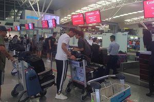 Văn Hậu chính thức đi Hà Lan, Quang Hải, Tiến Dũng ra sân bay tiễn bạn