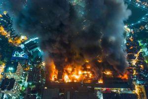 Nhà xưởng công ty Rạng Đông cháy do chập điện bóng đèn