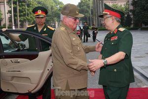 Cuba giúp quân y Việt Nam kỹ thuật ép hơi nước tác động lên các huyệt