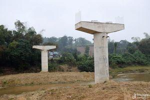 Những cây cầu tiền tỷ thi công dở dang ở Tân Kỳ