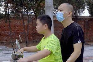 Soup sáng: Cậu bé tăng 18kg trong 3 tháng để hiến tủy cứu cha gây xúc động