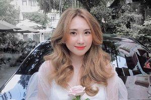 Bạn gái cũ thủ môn Bùi Tiến Dũng bất ngờ xuất hiện trên báo Trung, được khen 'xinh kiểu em gái nhà bên'