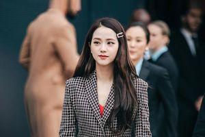 Ra mà xem 'nữ thần' Jisoo Black Pink xinh ngất ngây tại show Burberry