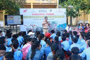 Công an tỉnh Thừa Thiên Huế tặng xe đạp cho học sinh nghèo