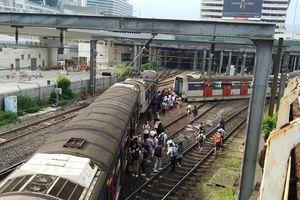 Tàu cao tốc trật bánh ở Hong Kong, nhiều người bị thương