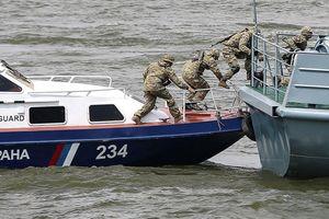 Tàu cá Triều Tiên tấn công tuần duyên Nga, nhiều người bị thương
