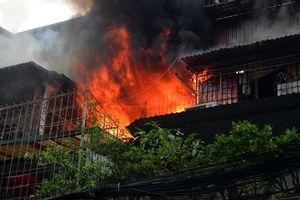 Cháy lớn thiêu rụi nhiều tài sản tại khu tập thể Kim Liên