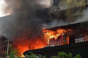 Hà Nội: Cháy lớn tại khu tập thể cũ Kim Liên