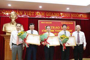 Trao tặng kỷ niệm chương 'Vì sự nghiệp Tuyên giáo'