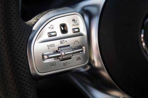 Nút bấm 'ma thuật' trên Mercedes sẽ chinh phục khách hàng