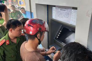 Bắt nhóm người Trung Quốc lấy cắp thông tin ATM chiếm đoạt tài sản
