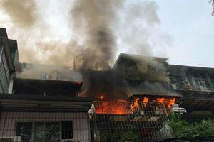 Cháy lớn tại 'chuồng cọp' thuộc khu tập thể Kim Liên, Hà Nội