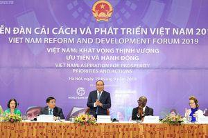Thủ tướng Nguyễn Xuân Phúc: 'Khó khăn không làm chúng tôi chùn bước'