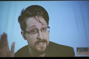 Edward Snowden: 'Ai cũng nằm trong danh sách theo dõi'