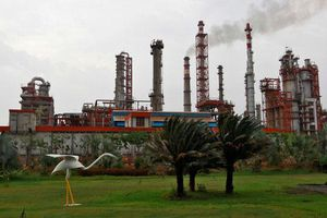 Ấn Độ sẽ tăng cường nhập dầu thô từ Nga sau các cuộc tấn công dầu mỏ Saudi