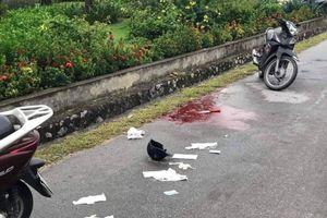 Một phụ nữ bị đâm khi đang điều khiển xe máy trên cầu Bãi Cháy