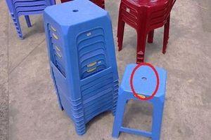Con trai hỏi 'sao ghế nhựa luôn có lỗ tròn', mẹ trả lời khiến ai cũng gật gù khen hay
