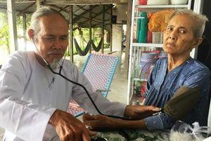 Cụ già 72 tuổi nuôi dưỡng, thuốc thang miễn phí cho hơn 20 người bệnh tật