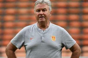 HLV Guus Hiddink bị sa thải sau trận thua đội tuyển U22 Việt Nam