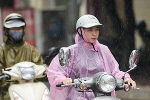 Hà Nội: Nhiều tuyến đường kẹt cứng sau mưa lớn