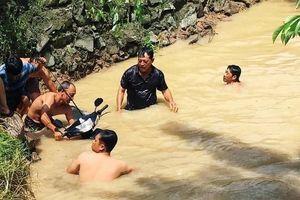 Mưa lớn ngập cầu dân sinh, một thợ hồ bị cuốn trôi tử vong