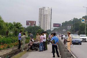 Quảng Ninh: Người phụ nữ đang đi trên cầu Bãi Cháy bất ngờ bị kẻ lạ đâm gục tại chỗ