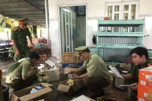 Đột kích kho nhập lậu 1,6 tấn mỹ phẩm tại Hà Nội