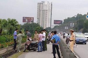 Quảng Ninh: Một phụ nữ bất ngờ bị đâm trọng thương khi đang đi xe máy