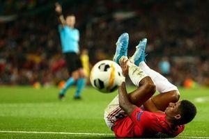 Các chân sút đột nhiên vô duyên đến lạ kỳ, MU phải nhờ tới một cú 'xâu kim' mới đánh bại đối thủ tí hon ở trận ra quân tại Europa League