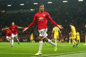 Arsenal, Man United cùng thắng ngày ra quân
