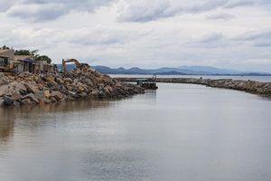 Khẩn trương thi công các công trình kè biển ở Phú Yên trước mùa mưa lũ