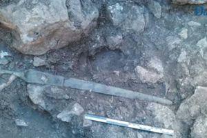 Bí ẩn thanh kiếm cổ ẩn mình trong đá suốt 3.200 năm