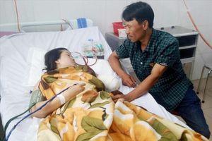 Cô giáo mất cánh tay khi vượt 130km đến trường: Nỗi đau cô giáo Tiền
