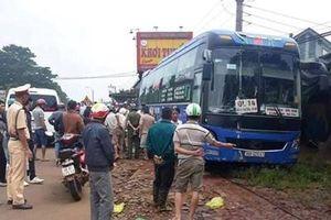 Xe khách va chạm với xe máy, 2 người tử vong tại chỗ