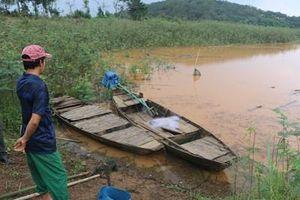 Chèo thuyền ra hồ chơi, 3 học sinh lớp 9 đuối nước thương tâm