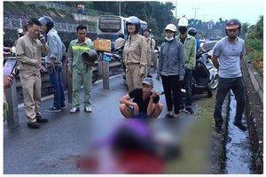 Người phụ nữ bị kẻ lạ mặt đâm trên cầu Bãi Cháy đã tử vong