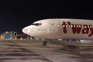 Máy bay Hàn Quốc hạ cánh khẩn cấp xuống Tân Sơn Nhất sau tiếng động lớn